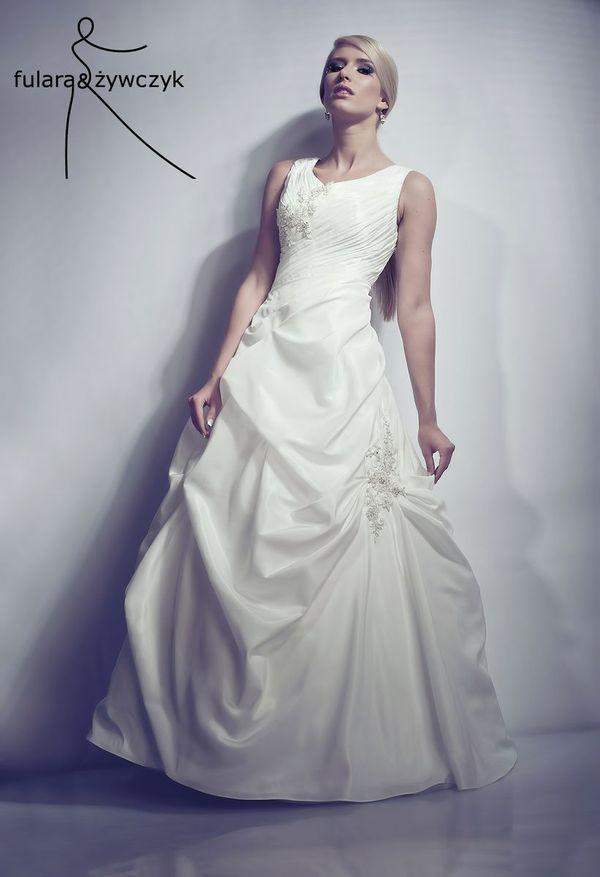 6d715e5fb4 Suknie możecie obejrzeć w sklepie internetowym projektantów FULARA   ŻYWCZYK  SKLEP lub w pracowni. Ceny kreacji ślubnych od 1400 zł.