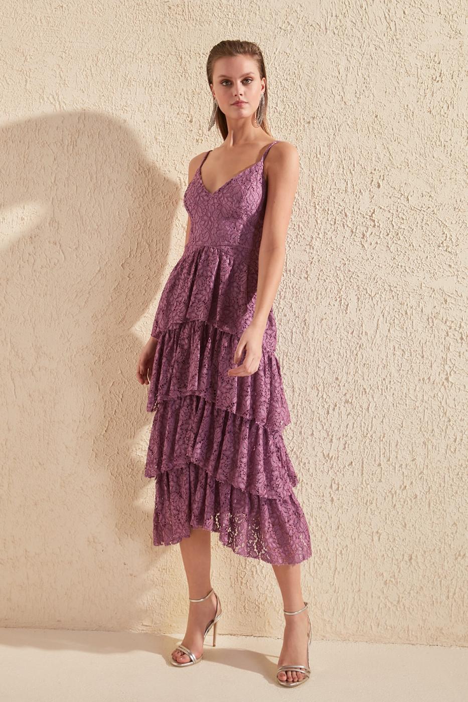 koronkowa-sukienka-na-wesele-z-falbankami